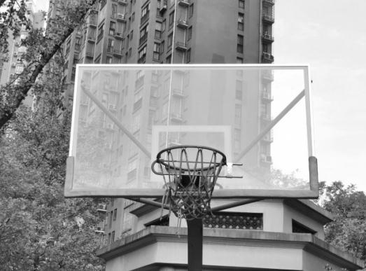 长沙一小区球场篮筐限时上锁防扰民 你怎么看?