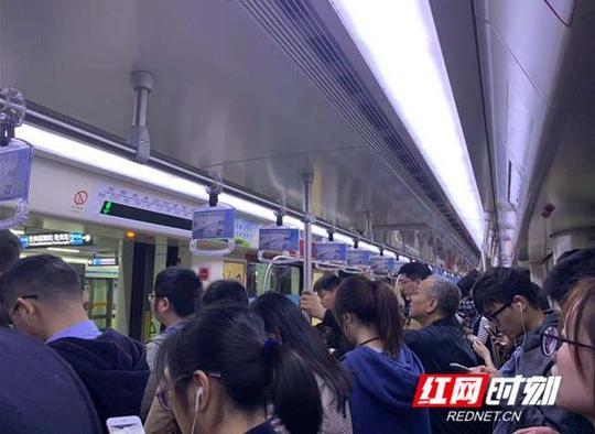 快讯丨长沙地铁二号线(光达方向)早高峰临时停车半小时