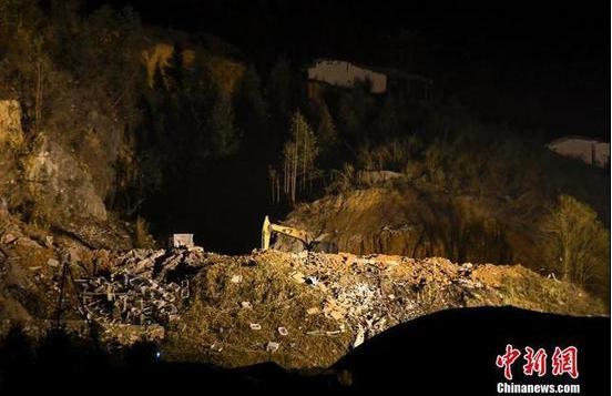 直击湖南浏阳一烟花厂爆炸现场 厂房被炸平