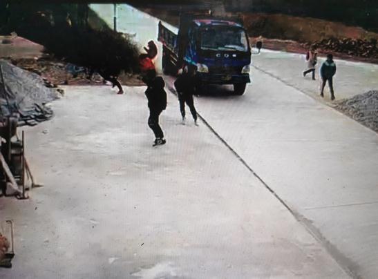 湖南一农用车肇事致1死多伤 司机已被当地警方控制